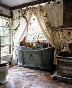 Gorgeous tub & curtains, and I love the hanging ivy