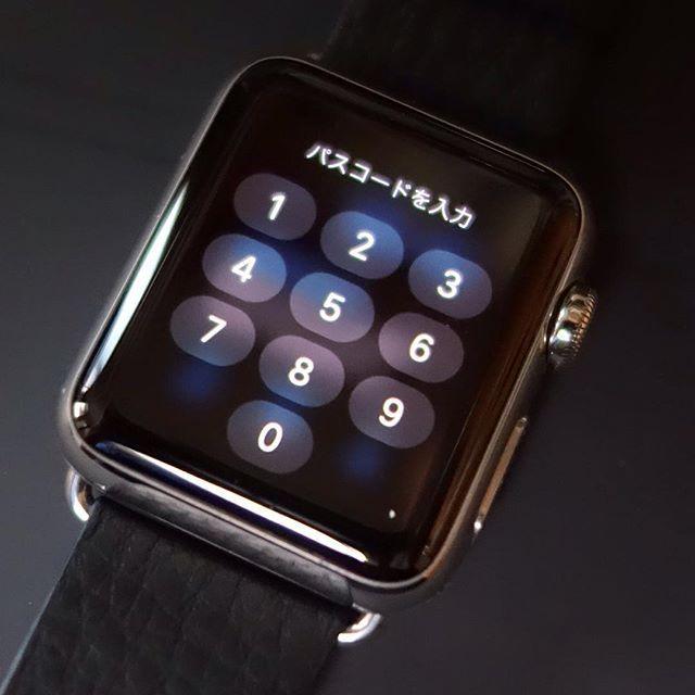 パスコードはめんどくさいけど腕に着けてiPhoneのロックを解除すれば自動的にこちらも解除される #RX100m2 #WATCH #applewatch #アップルウォッチ  #パスコード #iPhone by t_kageyama