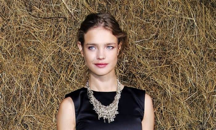 ASD News Russian model Natalia Vodianova rebukes cafe for forcing out autistic sister - http://autismgazette.com/asdnews/russian-model-natalia-vodianova-rebukes-cafe-for-forcing-out-autistic-sister/