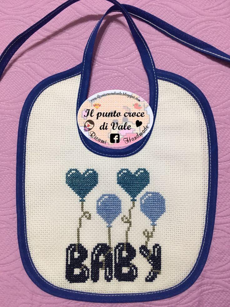 Bavaglino baby, ricamo punto croce, bib cross stitch, point de croix, ponto cruz. #fattoamano #handmade Visita la mia pagina Facebook IL PUNTO CROCE DI VALE