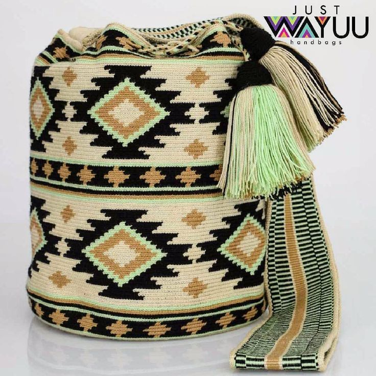 "282 Beğenme, 1 Yorum - Instagram'da Just Wayuu (@just.wayuu): ""Handcrafted handbags made by indigenous wayuu in the north of Colombia. Worldwide shipping. PayPal…"""