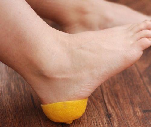 Она засунула лимонную корочку в носок… Когда я узнала, зачем ей это, была в восторге! | Новость | Всеукраинская ассоциация пенсионеров