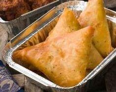Samoussas au poulet et au curry : http://www.cuisineaz.com/recettes/samoussas-au-poulet-et-au-curry-60573.aspx