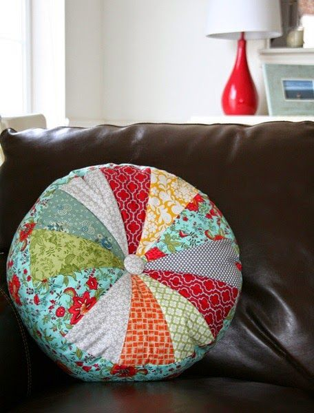Love that you can mix fabrics together to make this pillow from Cluck Cluck Sew: