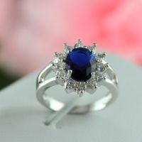 """Невероятно изящное женское кольцо с изумительным камнем. Смотрится необычайно эффектно. Великолепный шедевр ювелирной бижутерии, сделанный из сплава металлов и покрытый слоем настоящего золота. Купить женское кольцо """"Сердце Океана"""" Вы можете в нашем интернет магазине по доступной цене."""