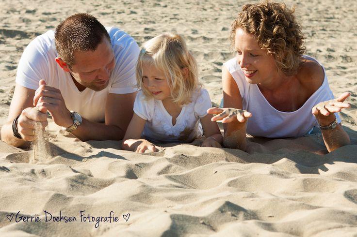 http://www.kinderenfoto.nl/kinderfotografie-kinderen-foto-strand-noordwijk/