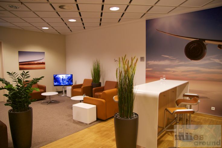 Sitzbereich in der Lufthansa Senator Lounge am Flughafen Leipzig/Halle - Check more at https://www.miles-around.de/lounge-reviews/lufthansa-senator-lounge-flughafen-leipzig-halle/,  #LEJ #Lounge #Lufthansa #LufthansaSenatorLounge