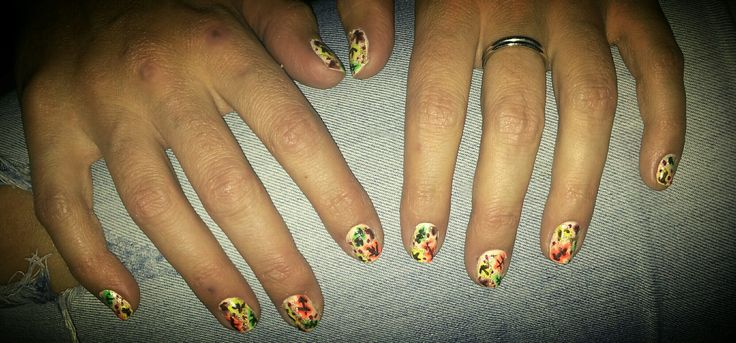 Leaves nail art