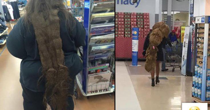 ¿Quién no se ha visto en un apuro y ha ido con ropa deportiva al supermercado? Seguramente alguna vez has ido de compras un poco fachosa y despeinada. Pero lo que vas a ver ahora es algo más… Algo digamos de otro mundo. Mezcla falta de sentido de la moda con poca vergüenza y poco sentido común y aún así no se compara con la gente con las que te puedes topar en Wal-Mart.