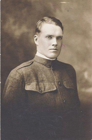 Unknown US soldier from WW1 from my Norwegian Family. #genealogy #slekt  Ukjent mann i uniform i min mormor slekt