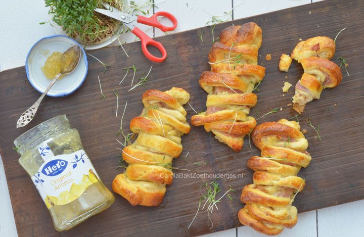 Croissant met ananasjam ham en kaas @Hero.fruit Zo leuk om te maken: maak met croissantdeeg eens supersnel deze croissantjes en vul ze bijvoorbeeld met ananasjam, ham en kaas. Of laat je eigen fantasie de baas zijn. Hoe je ze maakt vind je bij de bron. How to make these croissants with pineapplejam, ham and cheese!