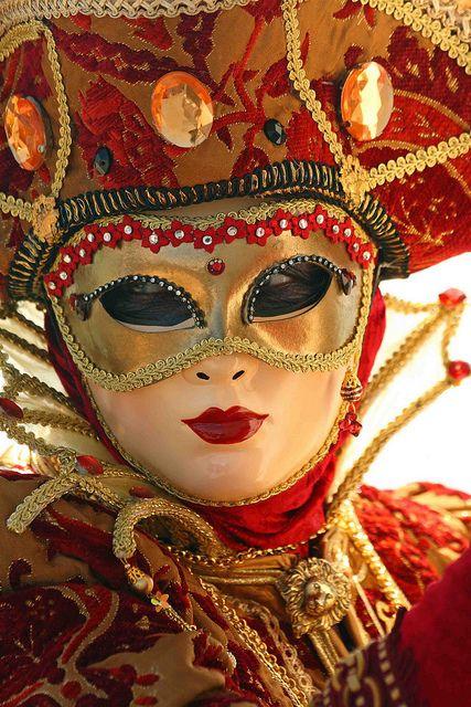 Karnawał w Wenecji  http://www.duchowa.turystyka.pl/43,pielgrzymka-do-rzymu-z-nawiedzeniem-monapello-i-san-giovanni-rotondo-oraz-pobytem-na-capri-9-dni.html