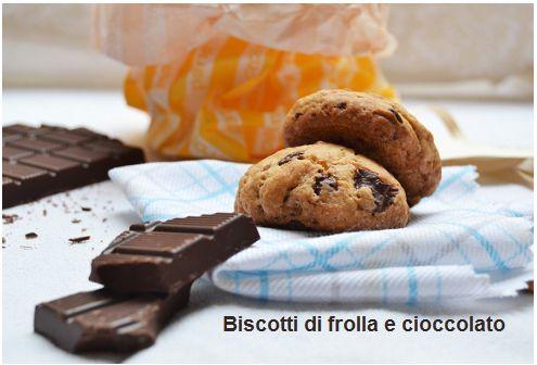 Ricetta dei biscotti di frolla e cioccolato a gocce. Preparati con la pasta frolla all'olio, sani, gustosissimi e ideali per chi non ama i grassi animali  http://pilloline.altervista.org/biscotti-di-frolla-e-cioccolato/