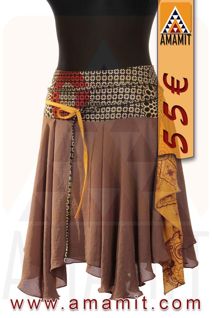 Falda de capa, de gasa de algodón con cinturilla de 10 cm de tela Africana en algodón 100%. Cordones para anudar de tela Africana y adorno con bordados étnicos. Cremallera invisible lateral y forro. PRECIO EN NUESTRA WEB 55€