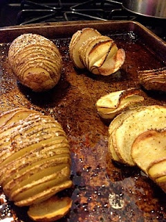 going to try...Potatoes Slices, Olive Oils, Baking Potatoes, Roasted Potatoes, Easy Baked Potato, Potatoes Ideas, Eating Potatoes, Cooking Potatoes, Slices Potatoes