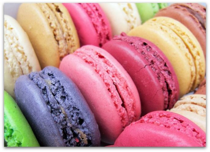 Recept voor macarons! Het is precisie werk, maar wel big fun! Bezoek foodblog Eten Volgens Mij voor makkelijke recepten, bijzondere recepten en meer culinaire inspiratie en foodie fun!