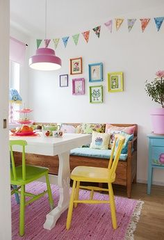 Painted plain kitchen chairs make a cool decor statement