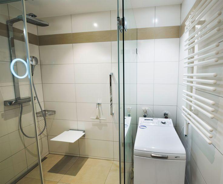 kleine badezimmer mit dusche und waschmaschine wohn design. Black Bedroom Furniture Sets. Home Design Ideas