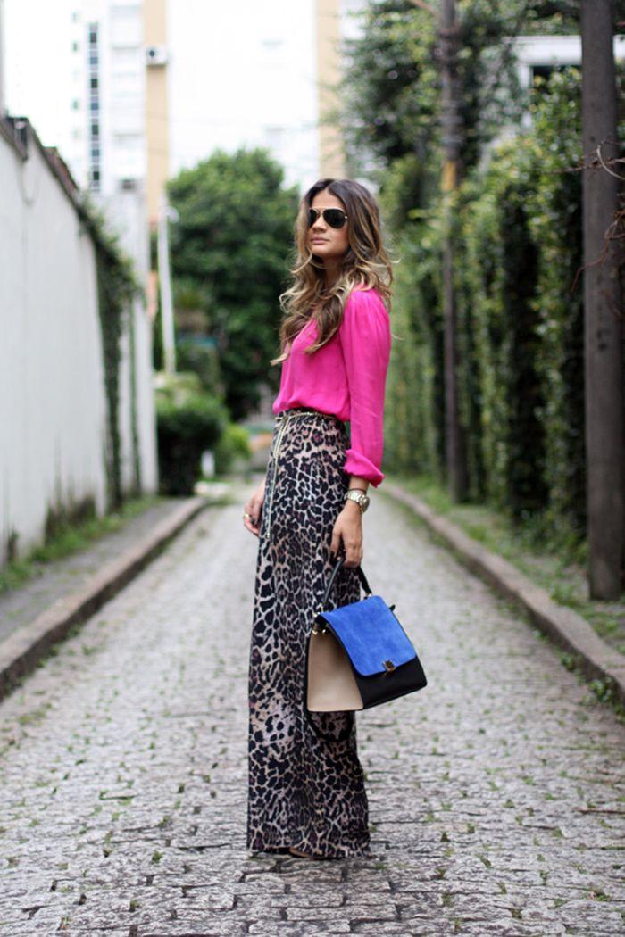 Como não amar a combinação de oncinha com pink? A calça pantalona animal print é poderosa e ficou perfeita com a camisa pink no look da Thassia Naves.