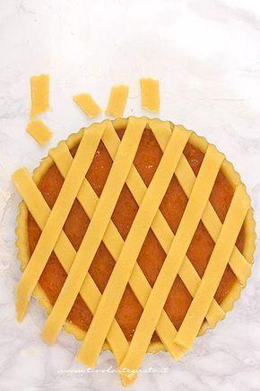 Sigillare i bordi della crostata - Ricetta Crostata alla marmellata