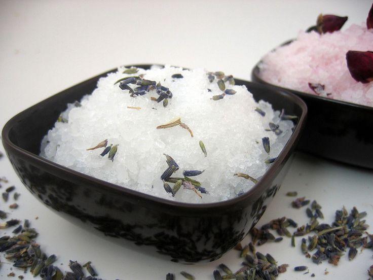 Морская соль для ванны: польза и вред для организма - http://life-reactor.com/morskaya-sol-dlya-vanny/