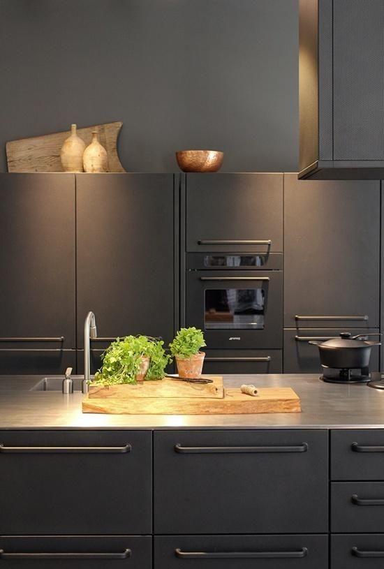 Modern | ombiaiinterijeri VIPP black kitchen