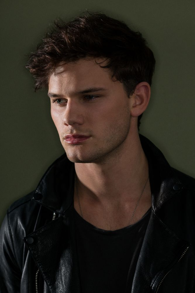 jeremy irvine as Mason