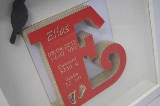 Geburtsbuchstabe im Rahmen, Geburtsdaten, Geschenk zur Geburt oder Taufe  Dieser wunderschöne Buchstabe ist aufwendig hergestellt und immer so Lackiert das die schöne Gravur vom Holz zu sehen ist...