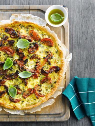 Quiche met zongedroogde tomaten en uien http://njam.tv/recepten/quiche-met-zongedroogde-tomaten-en-uien