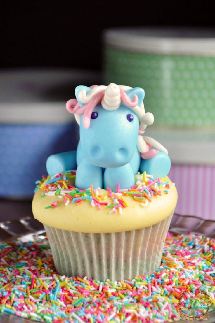 cannot handle these rainbow unicorn cupcakes!  who needs a fairy tale theme party? {via juniper cakery}