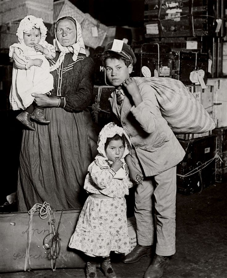 Lewis Hine Italian family looking for lost baggage, Ellis Island 1905