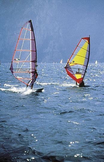 sport lago Garda, villaggio Sirmione, wind surf
