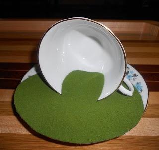 Tutorial♥. A House in a Teacup   Natalias Fine Needlework: http://scarletsailsminiatures.blogspot.co.uk/2011/09/tutorial-house-in-teacup.html#