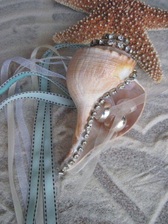 Cojín de portadores en deslumbrante cristal por idoartsyweddings