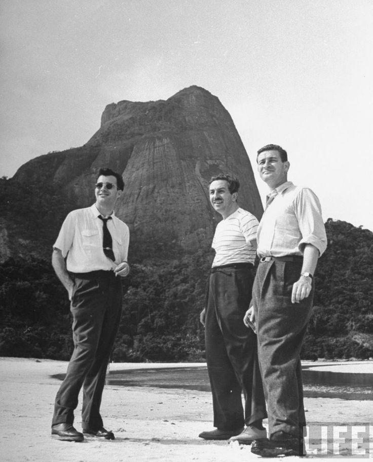"""Walt Disney e equipe no Rio para pesquisa da animação """"Você já foi a Bahia ?  """" - 1942"""