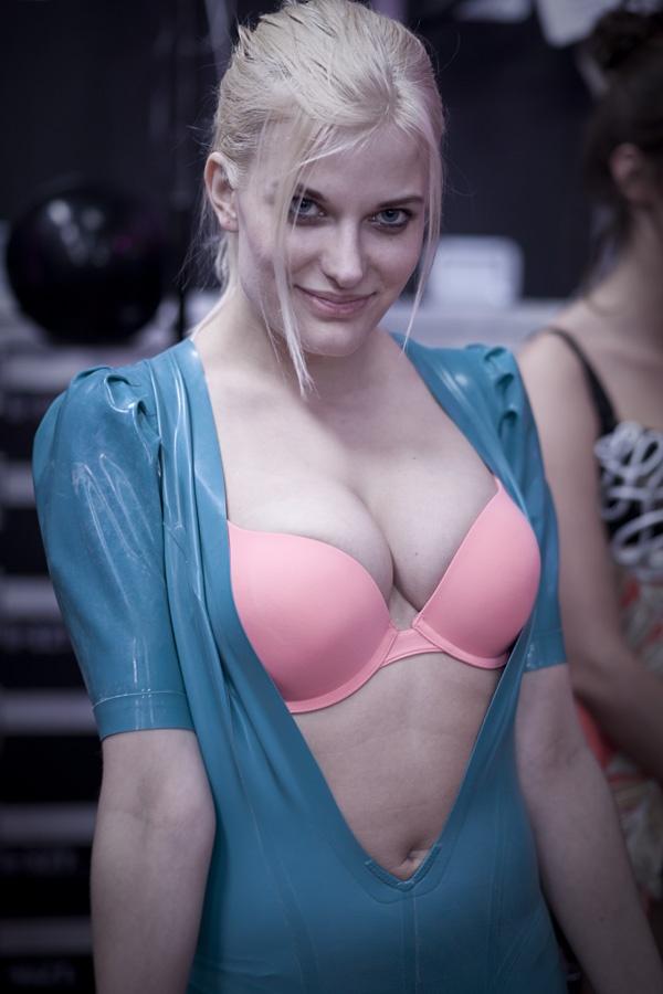 Kulisy finału Top Model 3: Anna Piechowiak przed pokazem bielizny, fot. Agnieszka Taukert