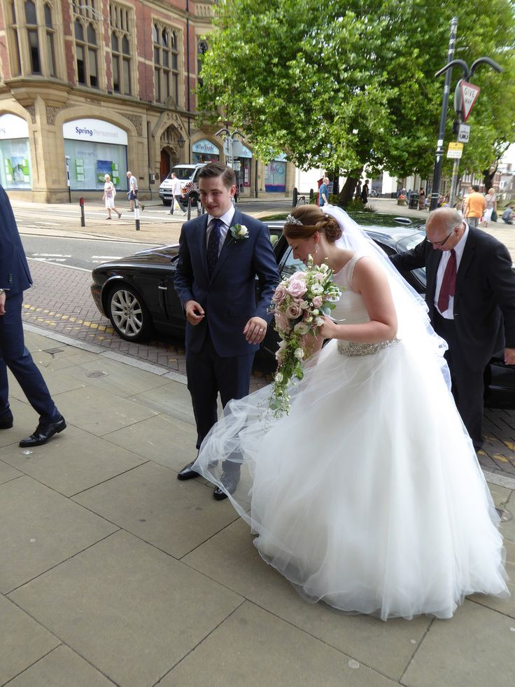 Bride Grooms Arrival At The Cutlers Hall For Their Sheffield Wedding Reception After Ceremony