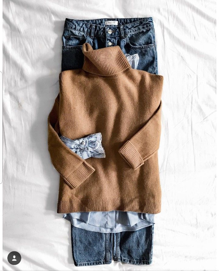 OOTD : Pull beige à col roulé + chemise à col m…