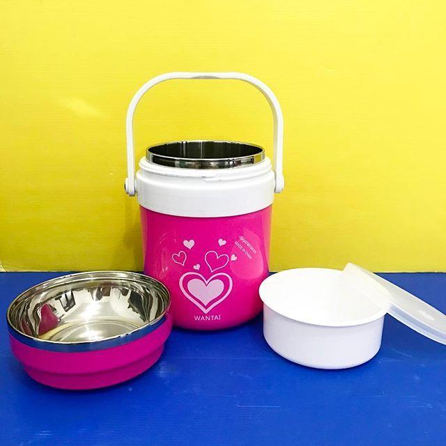 Color Pot 1,5 Lt / Rantang Warna 1,5 Lt Tipe : 263 Volume : 1500 ml Berat : 680 gram Pilihan warna : pink, hijau, biru Material : Luar plastik, Dalam Stainless Steel tebal Model rantang standard + tempat nasi beserta tutupnya Tutup rantang dapat dijadikan tempat untuk makan Cocok digunakan untuk bepergian, piknik, sekolah Menjaga makanan tetap pda suhu yang diinginkan Tahan panas maupun dingin mulai suhu 0 - 100 derajat celcius. . Harga : Rp 105.000 / pcs Minat? Langsung PM 😊😊 WA…