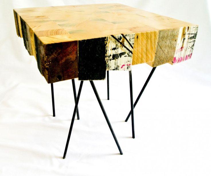 Pièce manquante est un duo de designers marseillais composé par Laurent Goblot et Laurent Boaretto.  Je vous présente aujourd'hui cette magnifique table basse baptisée « Aragne » réalisée à partir de pièces de récupération. Le bois utilisé ayant passé des années dans la rue, il prend une certaine patine et donne un look général très urbain à cette table.