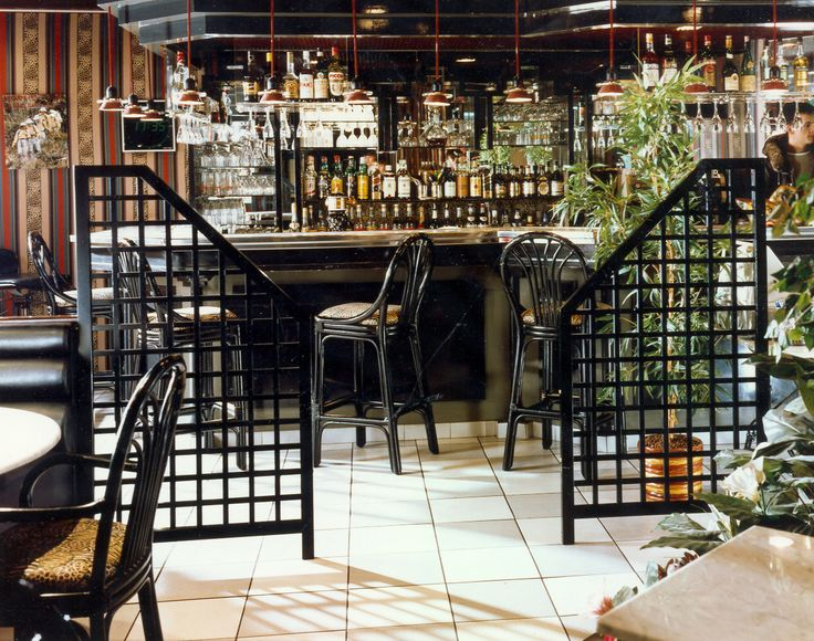 French style restaurant. Black trellis screens have given the French look as requested by out client to this London wine bar. Create the feel with not too much cost. All manufactured in the UK.