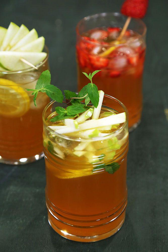 Soğuk Çay Malzemeleri 1 litre su 3 adet poşet çay ½ su bardağı toz şeker 3 adet limon suyu 5-6 yaprak taze nane Limon dilimleri Elma dilimleri Çilek dilimleri  Su kaynatıcısında suyu kaynatın. Ardından bir sürahiye poşet çayları ekleyin, kaynattığınız suyu üzerine ekleyin ve demlenmeye bırakın. Çay demlenince poşet çayları sürahiden çıkartıp, limon suyunu ekleyin ve soğumaya bırakın. Elma, limon ve çilekleri dilimleyin. Servis edeceğiniz bardaklara dilimlediğiniz meyveleri, nane yaprakları…