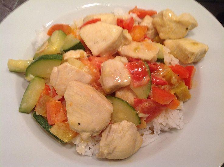 Low-carb Hähnchenbrust mit Zucchini und Tomaten in cremiger Frischkäsesauce, ein leckeres Rezept aus der Kategorie Trennkost. Bewertungen: 100. Durchschnitt: Ø 4,5.