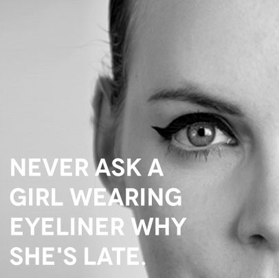 never ask a girl wearing eyeliner why she's late - sur une trousse de maquillage