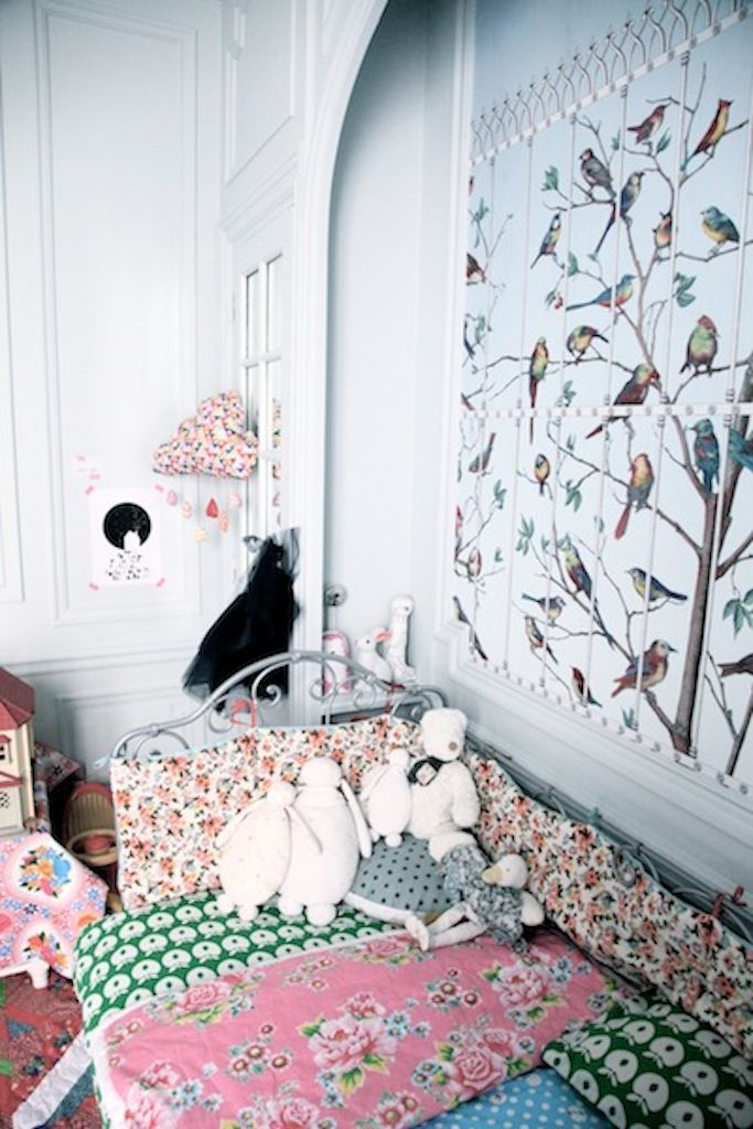 La chambre aux oiseaux - a lovely girl's room - Petit & Small Cole & Son Uccelli wallpaper by Fornasetti