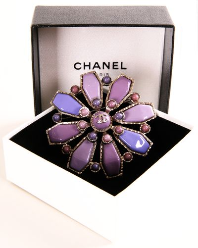 CHANEL Lavender Purple Brooch/Pendant @Pascale Lemay Lemay Lemay Lemay De Groof