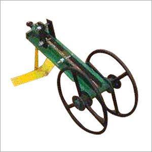 Wheel hoe weeder wheel hoe weeder exporter manufacturer for Gardening tools manufacturers