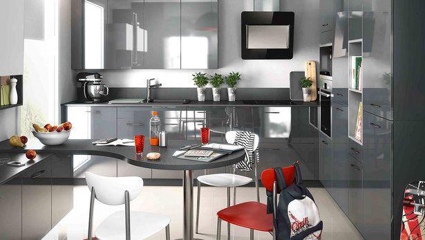 Cuisine moderne graphite et rouge sur-mesure ambiance pop aménagement en U
