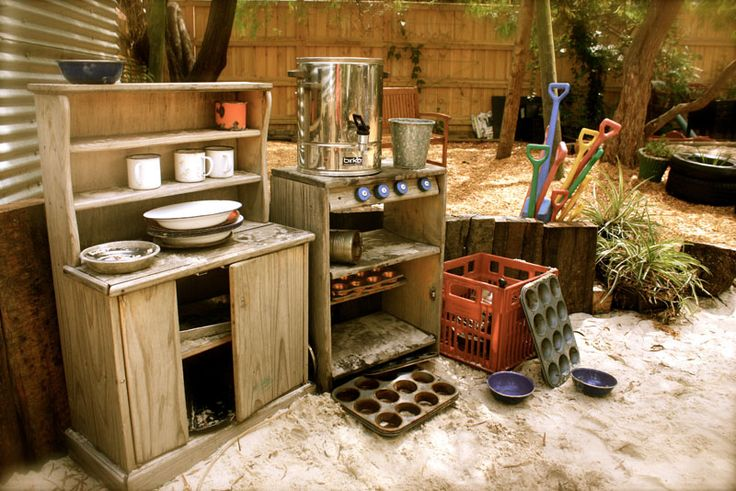An urn in the outdoor kitchen - how posh! I would LOVE an outdoor play area that included an area like this!
