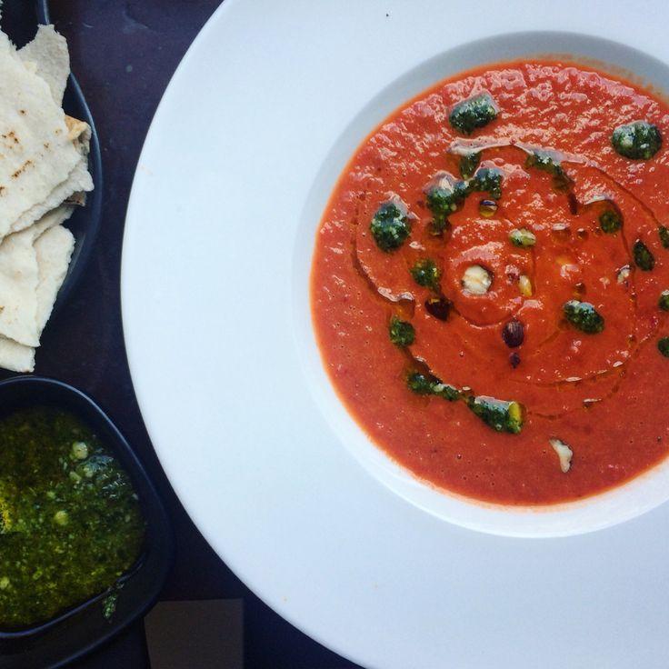 Paprika- och tomatsoppa med ruccolapesto och hasselnötter   red bell pepper soup with arugula pesto and hazelnuts tuvessonskan.se